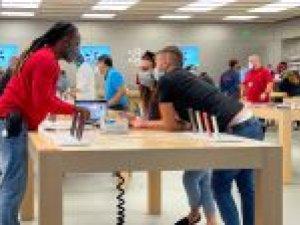 'Apple geeft winkelmedewerkers bonus van 1000 dollar'